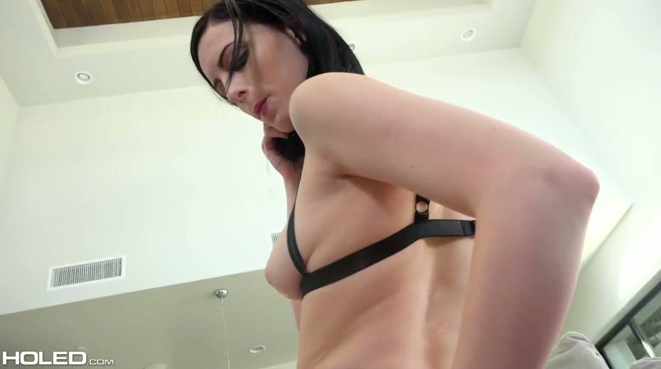 Kinky dude makes use of sex toys to stretch Alex Harper's anal hole - 14. pic