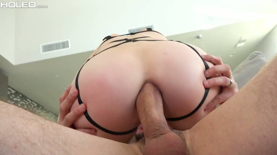 Kinky dude makes use of sex toys to stretch Alex Harper's anal hole - 18. pic