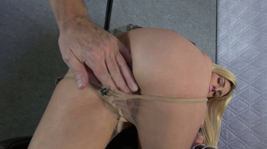 Bitch with stretched pussy lips Mandy Slim gets a mouthful of sperm - 4. pic