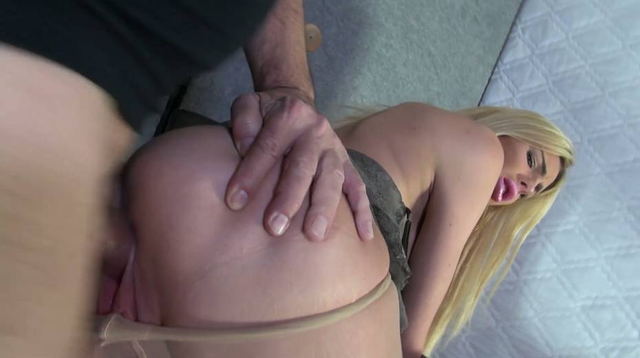 Bitch with stretched pussy lips Mandy Slim gets a mouthful of sperm - 7. pic
