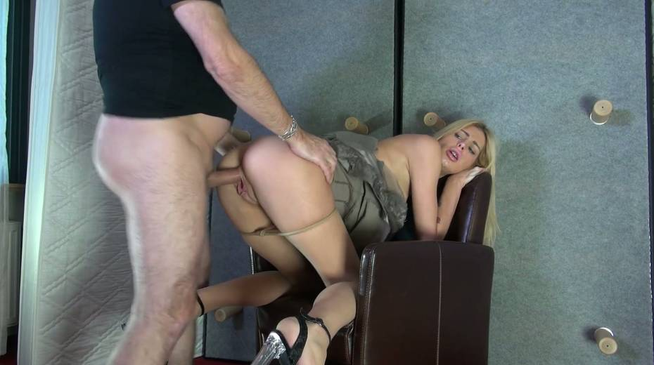 Bitch with stretched pussy lips Mandy Slim gets a mouthful of sperm - 12. pic