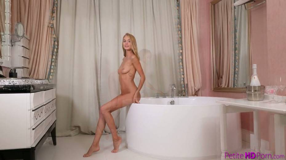 Graceful babe Nancy A is taking a bath before sex with her boyfriend - 1. pic