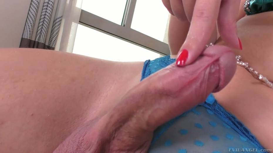 Fucking hot shemale Carol Penelope is playing with hard dick - 18. pic