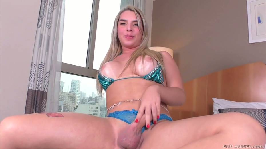 Fucking hot shemale Carol Penelope is playing with hard dick - 28. pic