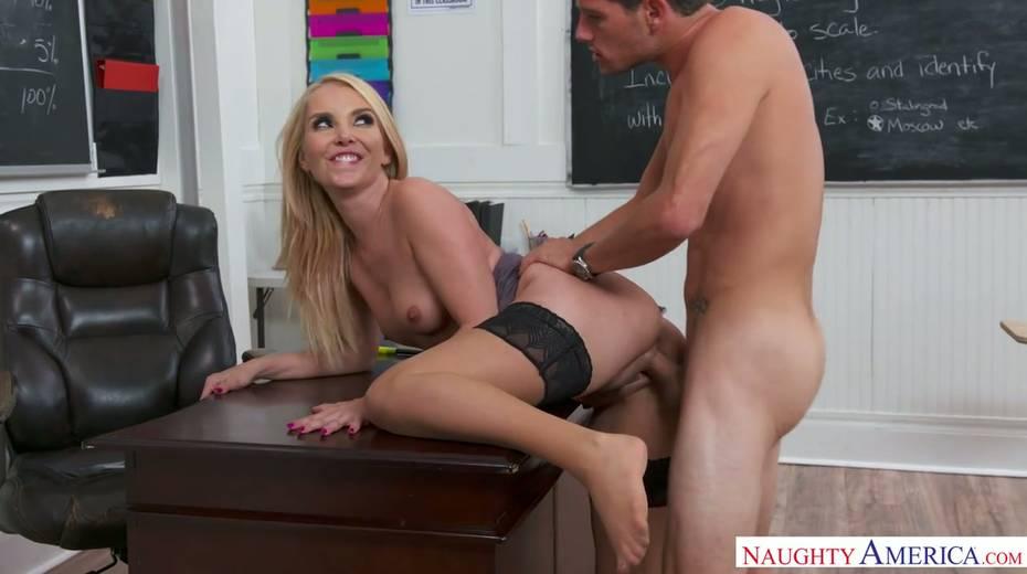 Una insegnante sexy si fa scopare