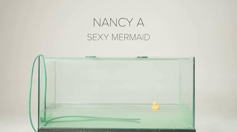 Sexy mermaid Nancy is masturbating her pussy in aquarium - 1. pic
