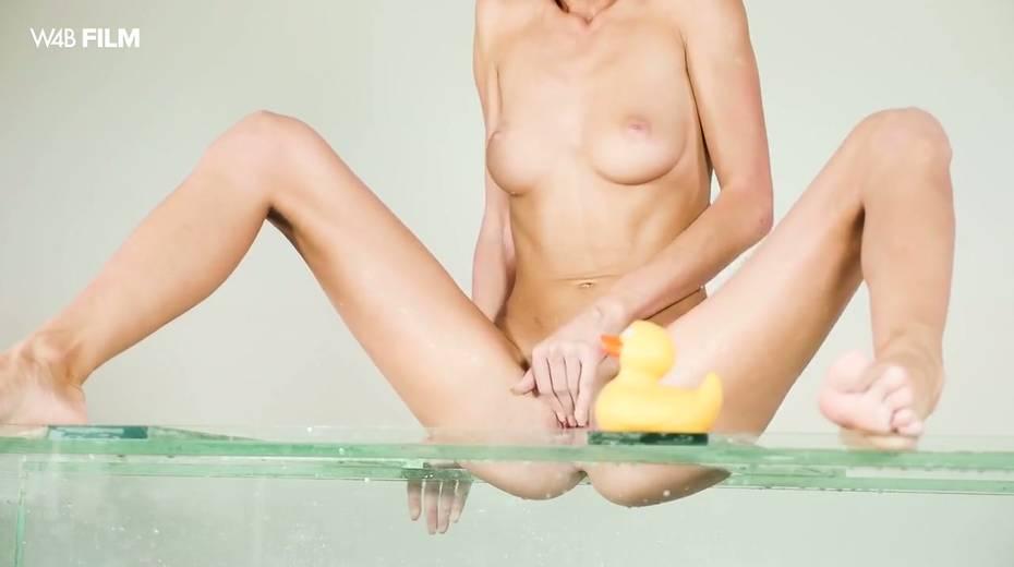 Sexy mermaid Nancy is masturbating her pussy in aquarium - 13. pic