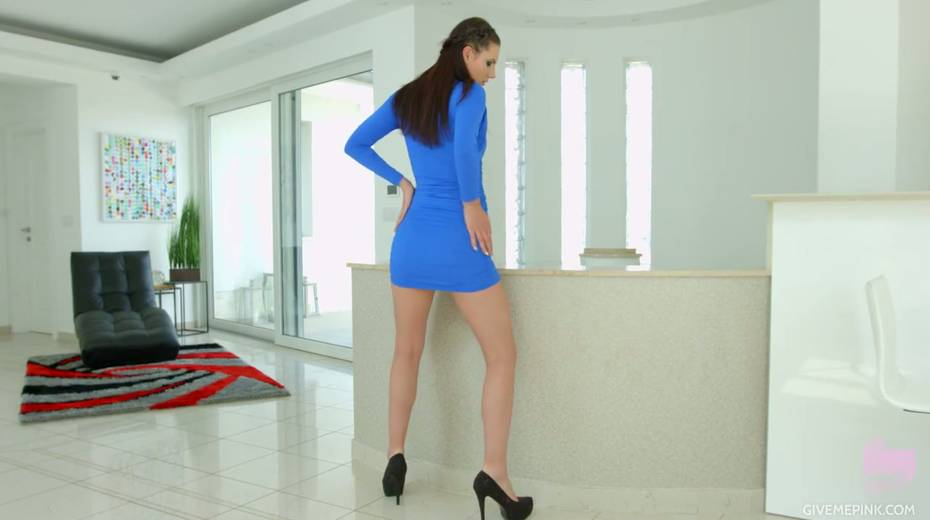 Stunning Hungarian chick Gia Mulino is masturbating her snatch with sex toys - 3. pic