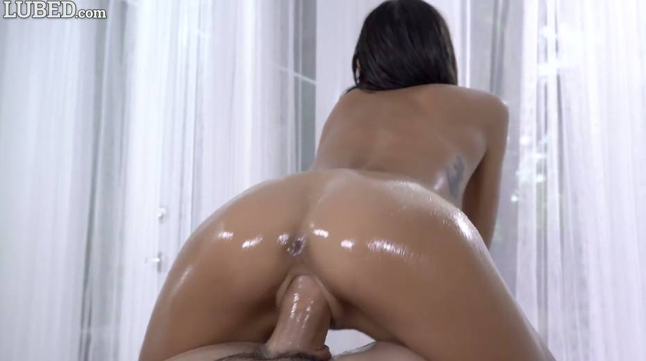 Eye-catching babe with juicy boobs Janice Griffith gets lubed and fucked - 10. pic