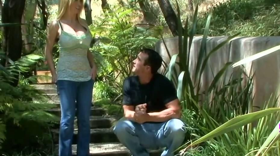 Juggy blonde Nikki Benz hooks up with one dude living nextdoor - 1. pic