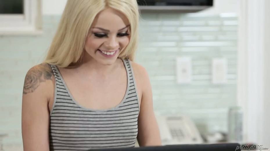 Blondie Elsa Jean seduces her step-daddy and rides his hard penis - 1. pic