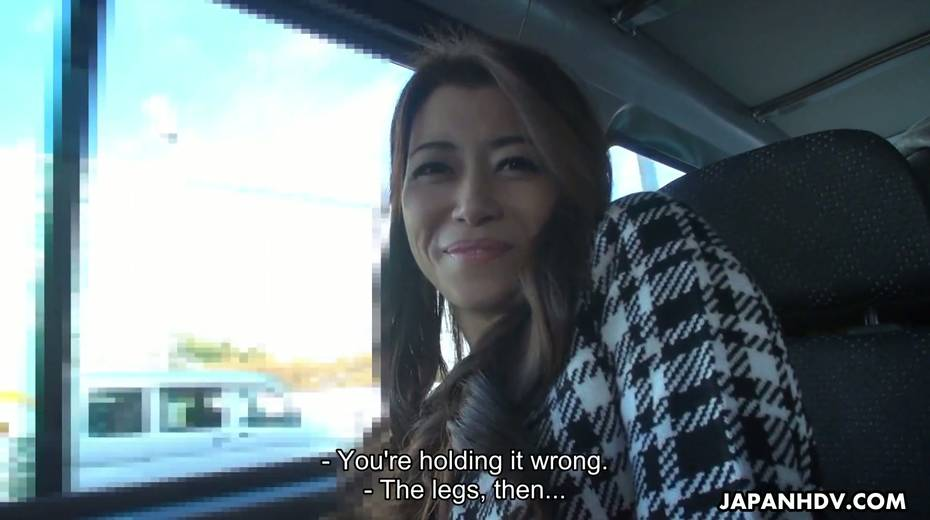 Japanese chick Maki Hojo gives a good blowjob in the car to one horny driver - 11. pic