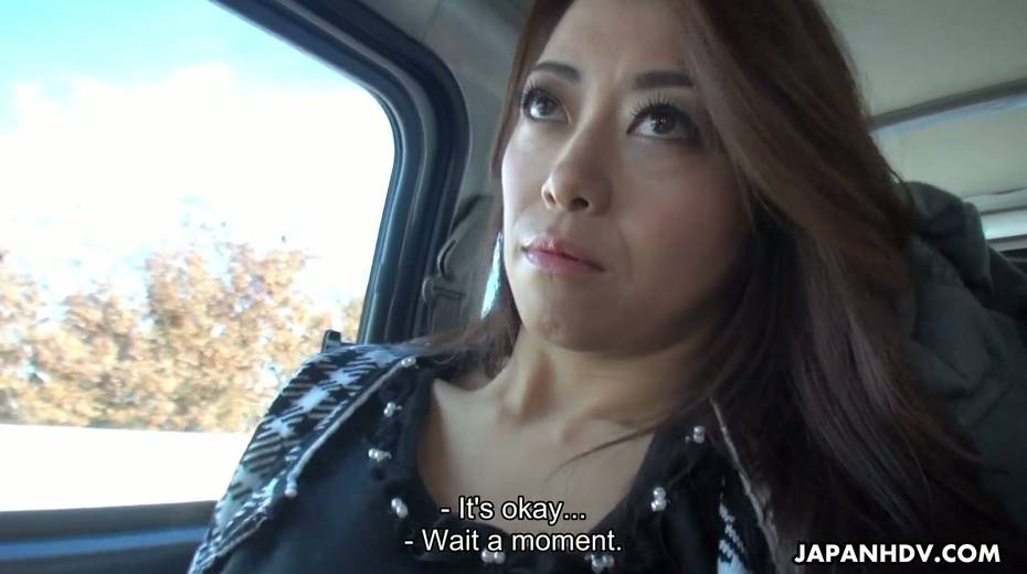 Japanese chick Maki Hojo gives a good blowjob in the car to one horny driver - 15. pic