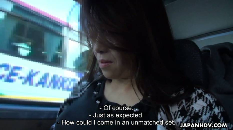 Japanese chick Maki Hojo gives a good blowjob in the car to one horny driver - 17. pic
