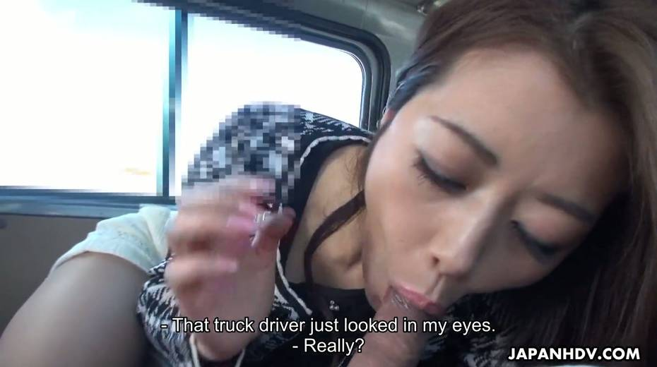 Japanese chick Maki Hojo gives a good blowjob in the car to one horny driver - 28. pic