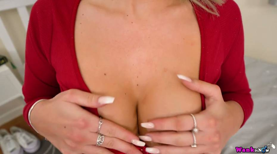 Whorish blond babe Lilah is playing with her new sex toy in different positions - 3. pic
