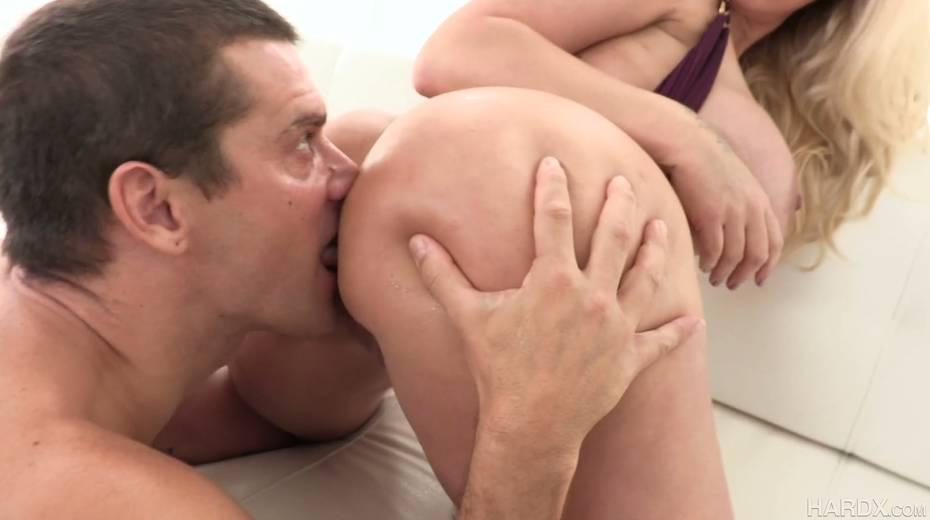 Posh cougar Ryan Conner gets her anus rimmed and licked by horny boy - 5. pic