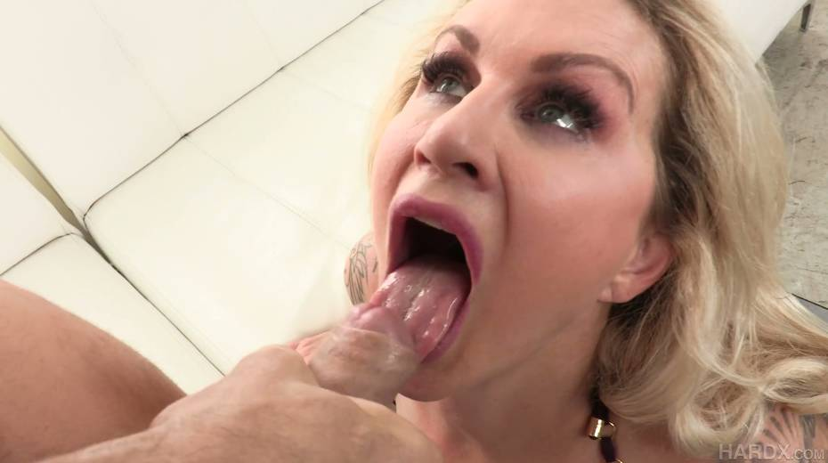 Posh cougar Ryan Conner gets her anus rimmed and licked by horny boy - 28. pic