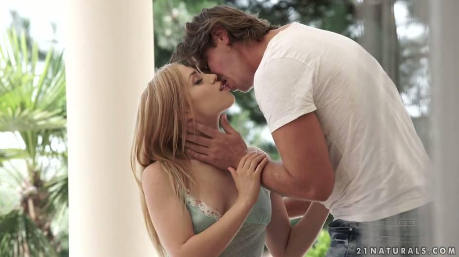 Hottie Alana Moon enjoys having passionate sex in the garden - 2. pic