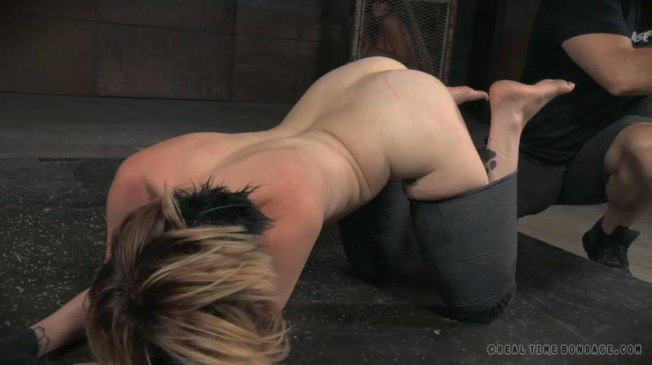 Pervert fucks anal hole of sex-slave with sex toy right on the cold floor - 8. pic