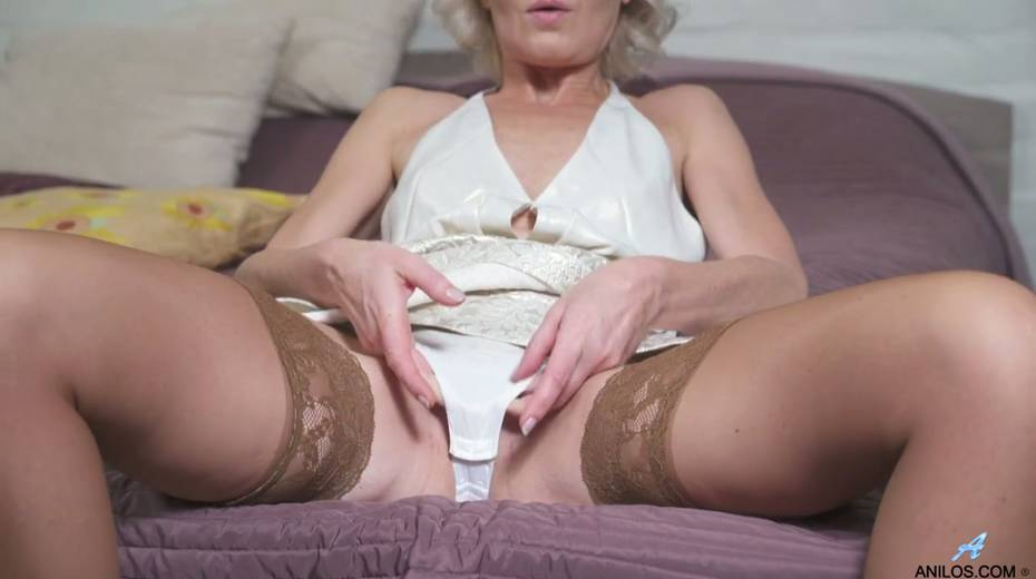 Young student has the honor of fucking mature blonde Artemia - 6. pic