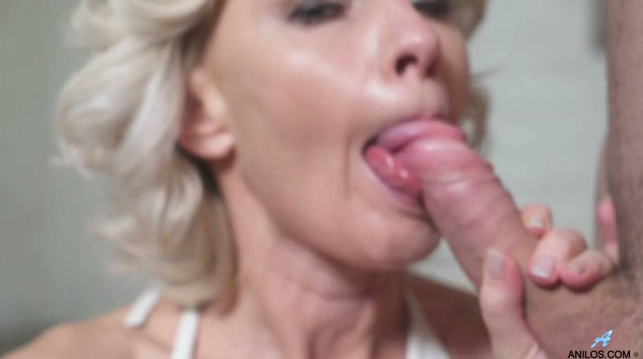 Young student has the honor of fucking mature blonde Artemia - 12. pic