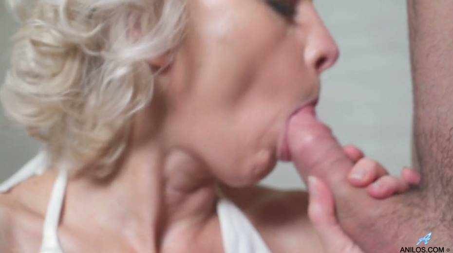 Young student has the honor of fucking mature blonde Artemia - 13. pic
