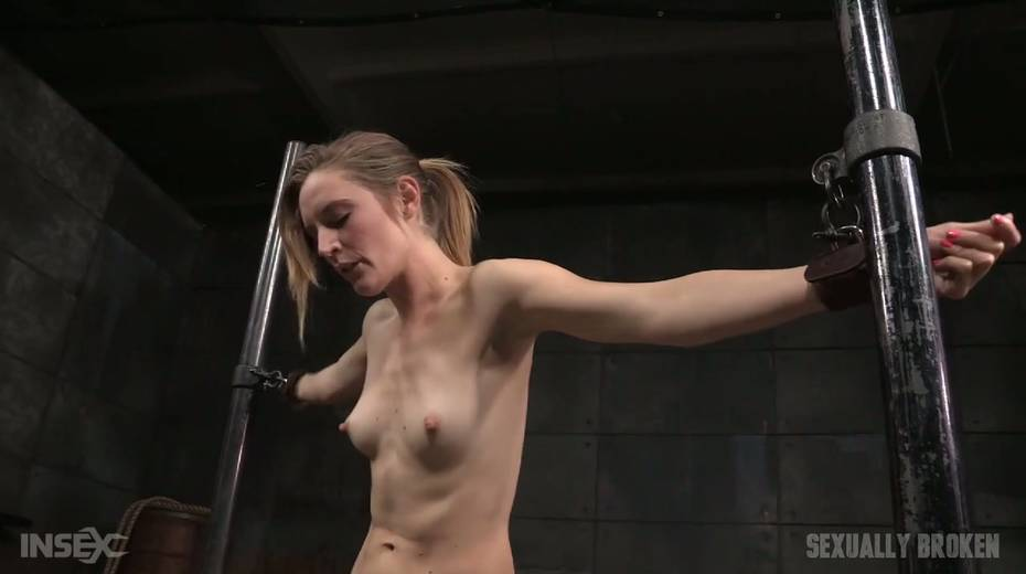 Whore Mona Wales is punished by kinky dude in the cold and dark room - 1. pic