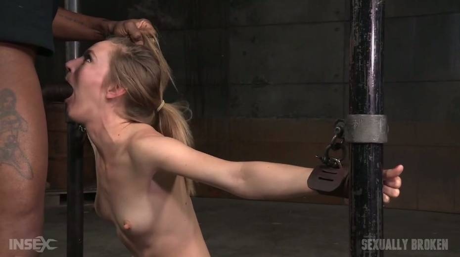 Whore Mona Wales is punished by kinky dude in the cold and dark room - 5. pic