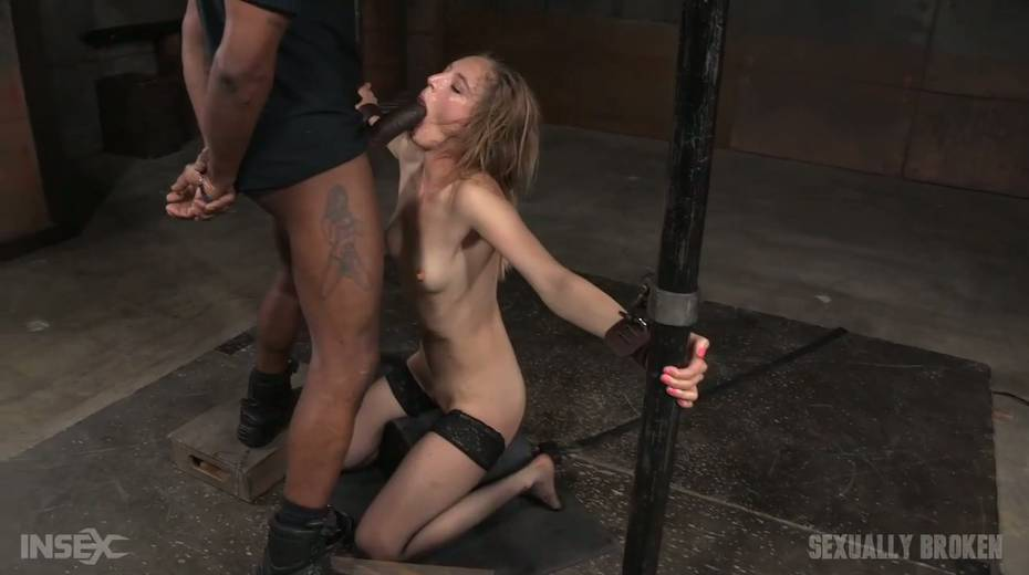 Whore Mona Wales is punished by kinky dude in the cold and dark room - 7. pic