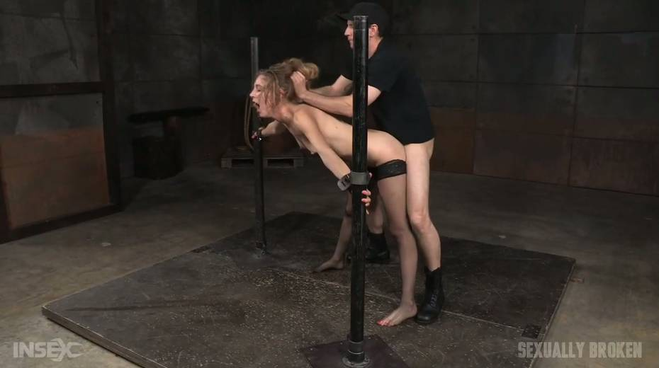 Whore Mona Wales is punished by kinky dude in the cold and dark room - 9. pic