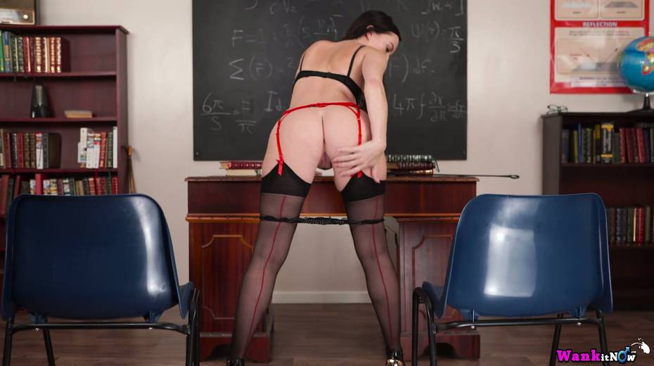 Killing hot teacher Sophia Smith gets naked and masturbates on the table - 17. pic