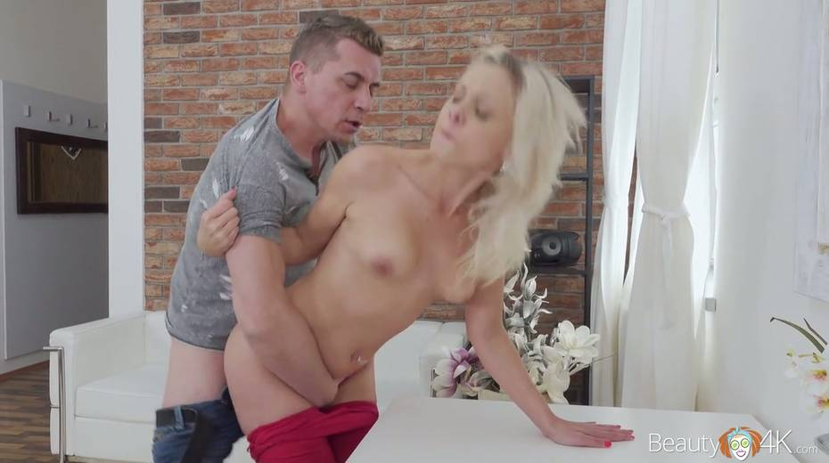 Blondie Julia Parker is fucked hard by hot blooded and kinky stranger - 12. pic