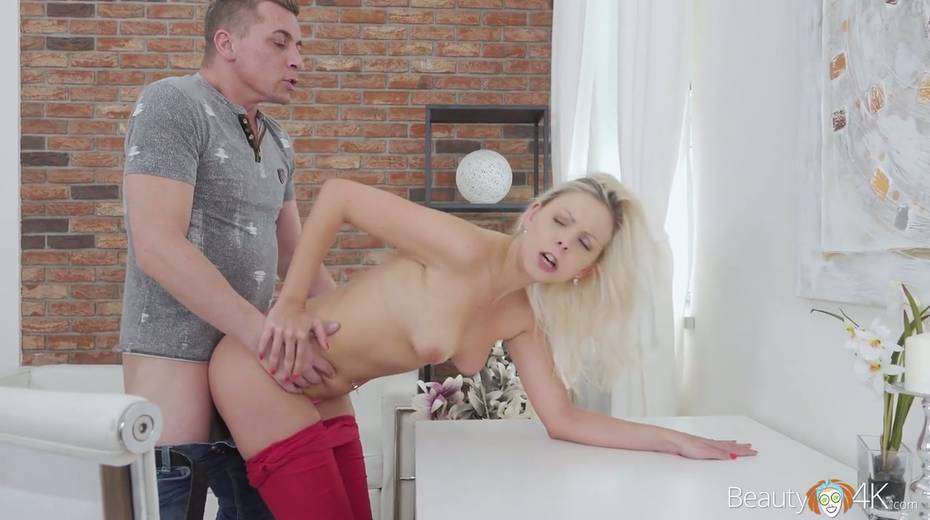Blondie Julia Parker is fucked hard by hot blooded and kinky stranger - 13. pic