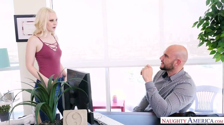 Bald headed hunk J Mac fucks pretty blonde Lily Rader and makes her cunt stretched - 2. pic