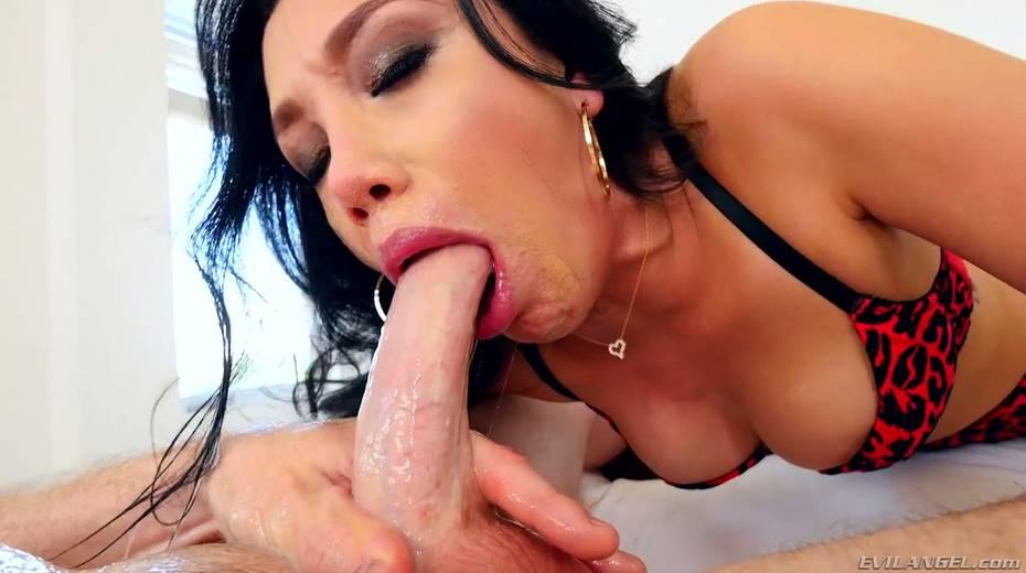 Dirty harlot Vicki Chase gives deepthroat sloppy blojob on a pov camera - 9. pic