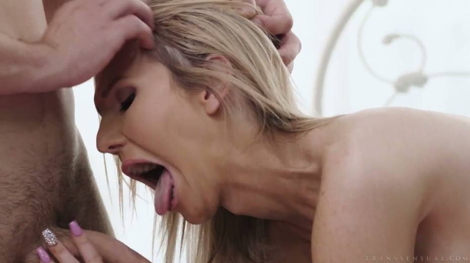 Blond tranny Kayleigh Coxx gives a good blowjob and gets anus fucked - 8. pic