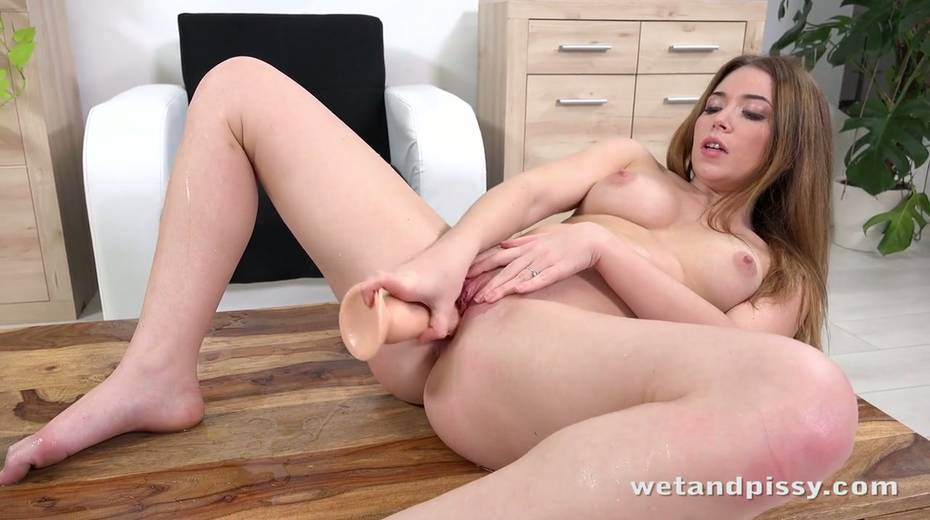 Pee fetish chick Xiana is pissing in her jeans and masturbating muff - 18. pic