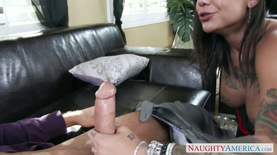 Seductive brunette milf provides her young boss with great blowjob - 3. pic