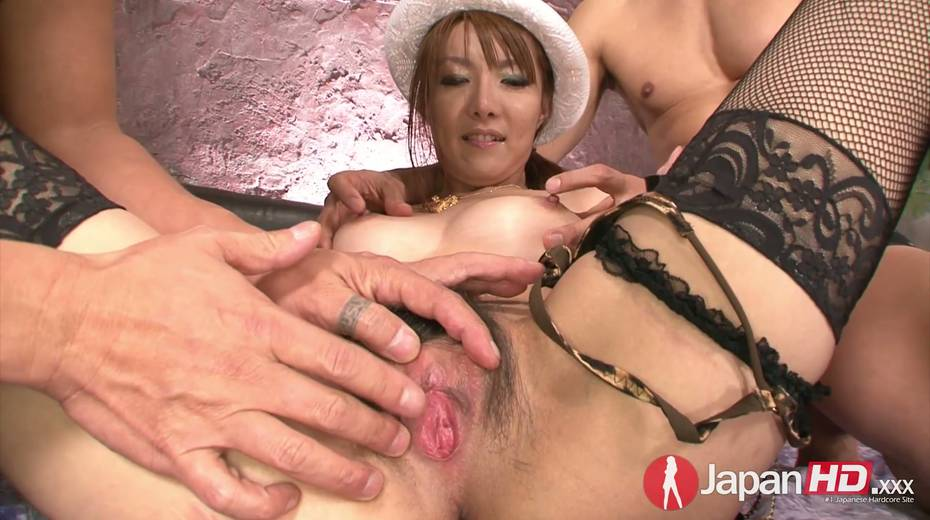 Two dudes fuck nasty Asian chick Yuna Hirose and makes her slit stretched - 3. pic