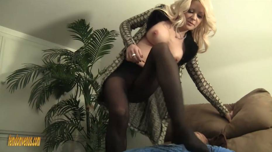 White mistress Helly Mae Hellfire is jerking off a hard big black phallus - 11. pic