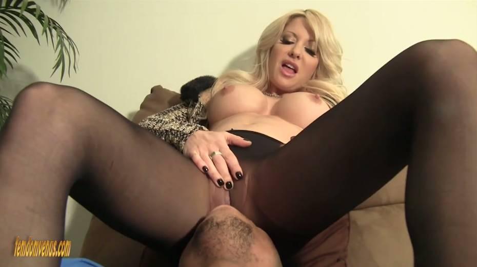 White mistress Helly Mae Hellfire is jerking off a hard big black phallus - 15. pic