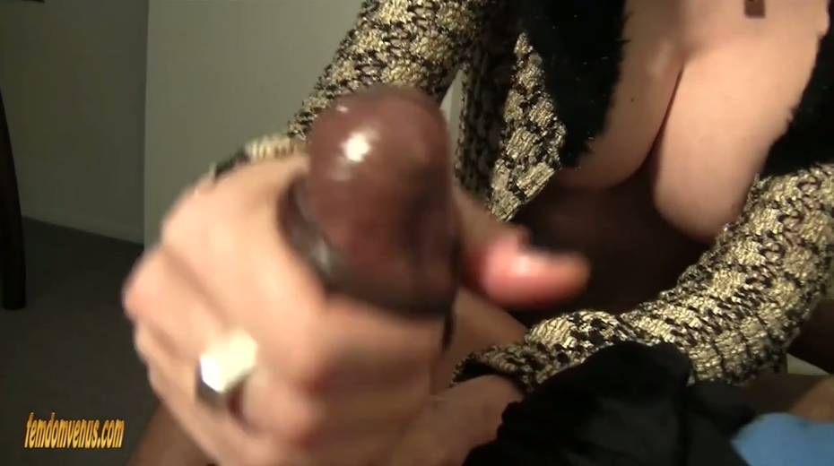 White mistress Helly Mae Hellfire is jerking off a hard big black phallus - 19. pic