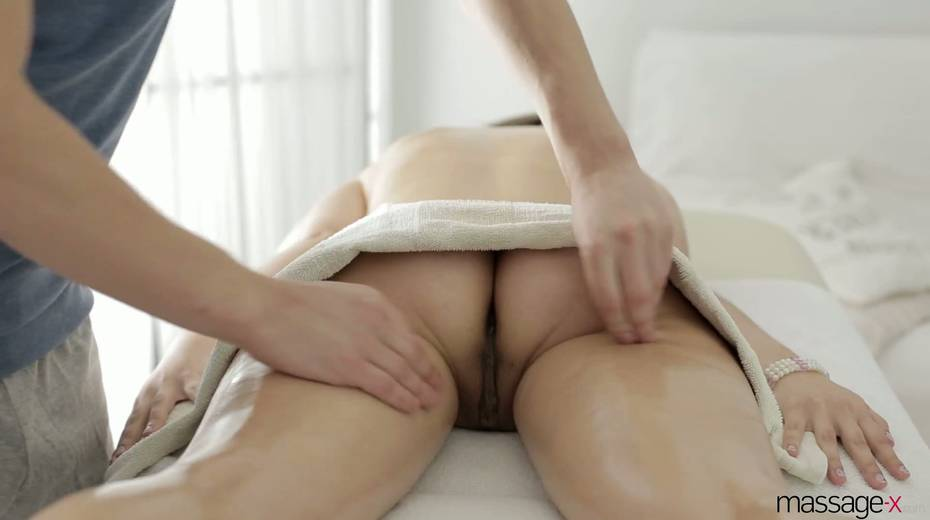 Young masseur fucks anus and wet pussy of Russian client Vika Volkova - 7. pic
