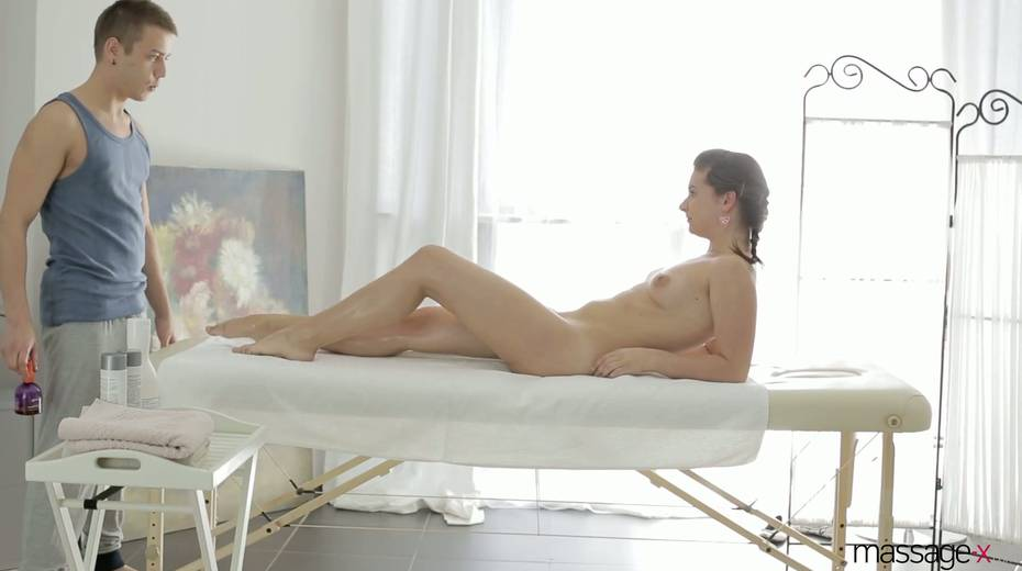 Young masseur fucks anus and wet pussy of Russian client Vika Volkova - 9. pic