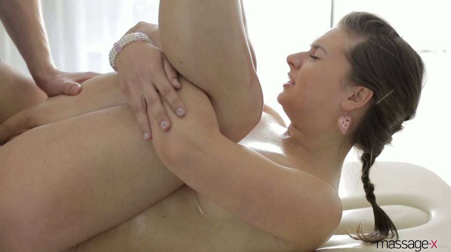 Young masseur fucks anus and wet pussy of Russian client Vika Volkova - 13. pic