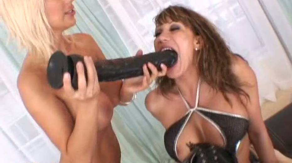 Provocative porn diva Ave Devine toy fucks blonde's tight ass hole - 9. pic