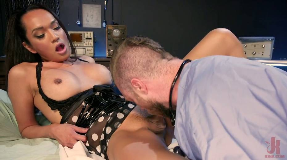 Ebony shemale Jessica Fox is fucking hairy anus of bisexual dude - 5. pic