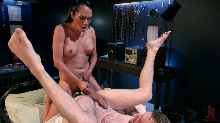 Ebony shemale Jessica Fox is fucking hairy anus of bisexual dude - 24. pic