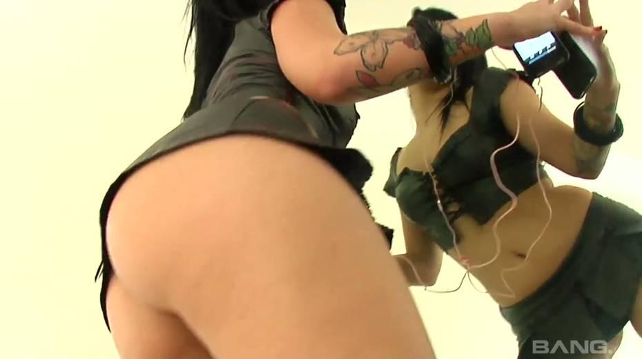 Giant black hose punishes anus and throat of tattooed harlot Tori Lux - 2. pic